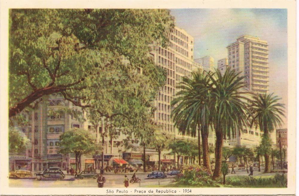 A Praça da República em 1954. Notem que a representação é bem semelhante a do postal da direita.